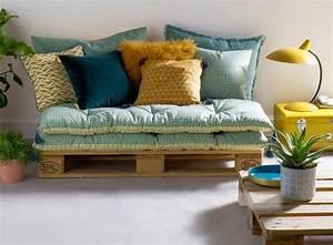 Empiler des matelas deco pour un canape d39appoint le for Tapis de yoga avec canapé palette matelas