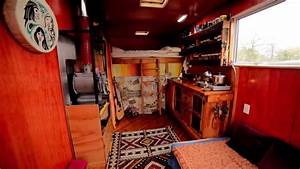 Living In A Box : couple living simply in diy box truck tiny house ~ Eleganceandgraceweddings.com Haus und Dekorationen