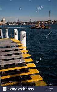 Jawa Restaurant Hamburg : floating pontoon stock photos floating pontoon stock images alamy ~ Markanthonyermac.com Haus und Dekorationen