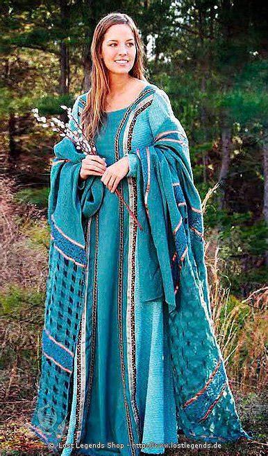 edle mittelalter kleidung mit berwurf mittelalternet