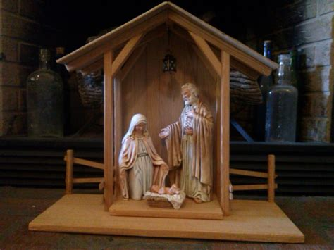 reclaimed wood nativity stable creche by themomandpopwoodshop