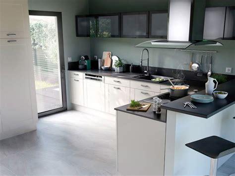 cuisine et fonctionnelle une cuisine et blanche ultra fonctionnelle