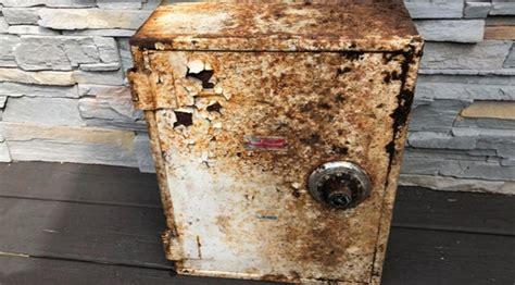 Ny Couple Finds Buried Safe Full Of Cash, Diamonds And