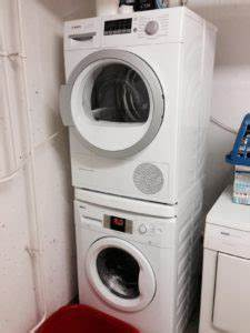 Waschmaschine Und Trockner In Einem : trockner auf waschmaschine stellen so wird s gemacht ~ Bigdaddyawards.com Haus und Dekorationen
