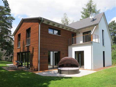 Einfamilienhaus Holzhaus Mit Ziegelfassade by Holzhaus Bauen Kosten Infos Kataloge Immowelt De