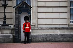 File:Guard of Buckingham Palace.JPG - Wikimedia Commons