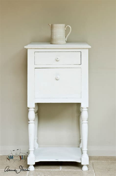 Old White Chalk Paint™ By Annie Sloan  1 Litre Pot