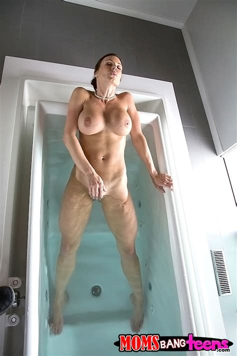 Kendra Lust Likes To Have Steamy Threesomes Photos