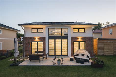 Moderne Häuser Mit Klinker by Einfamilienhaus Neubau Im Landhausstil Mit Klinker Fassade