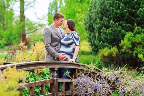 spring pregnancy photo shoot  regents park margarita karenko photography