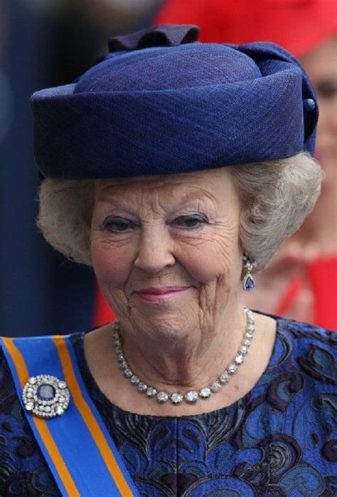 Penso, disegno, progetto e realizzo le mie creazioni in tricot e crochet ! Princess Beatrix of the Netherlands leaves the Nieuwe Kerk in... - Koninklijke families, Prinses ...