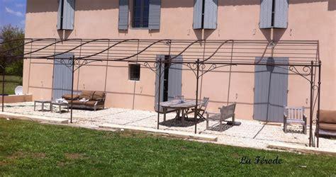 pergola fer forg 233 e sur mesure pour terrasse de grande longueur la ferode