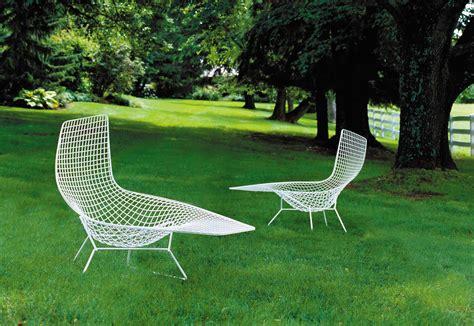 chaise bertoia blanche bertoia asymmetric chaise by knoll stylepark