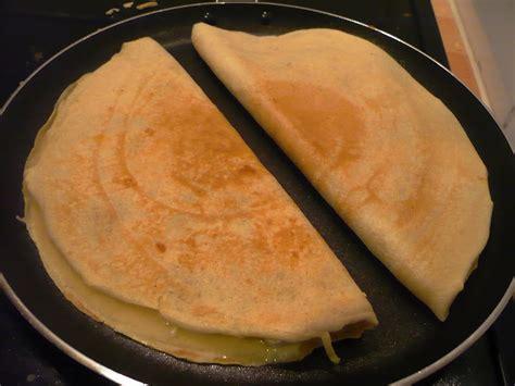cuisiner des crepes celle qui cuisinait ou le plaisir de cuisiner crêpes au