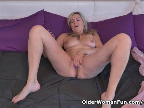 Canadian Milf Velvet Skye Needs To Rub One Out Free Porn