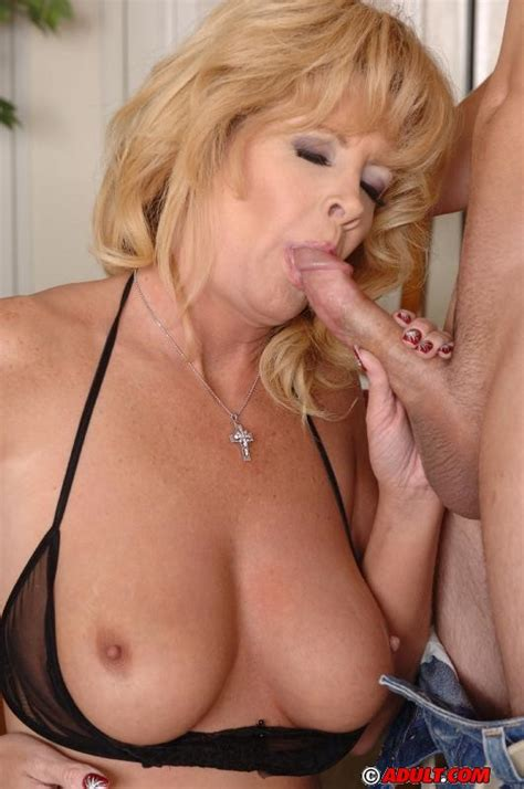 Slutty Blonde Cougar Enjoys Hard Fucking And Gets Jizzed
