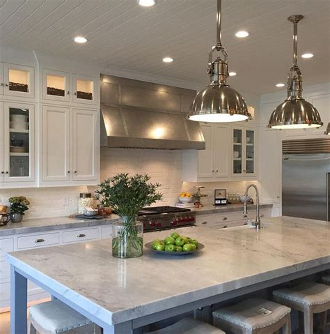 pictures of gray kitchen cabinets 1000 ideas about quartzite countertops on taj 7456