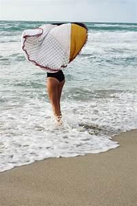 Serviette De Plage Ronde Eponge : diy serviette de plage ronde motifs g om triques ~ Teatrodelosmanantiales.com Idées de Décoration