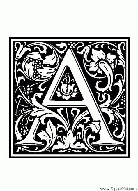 alphabet medieval lettrines coloriage alphabet lettrine enluminure moyen age