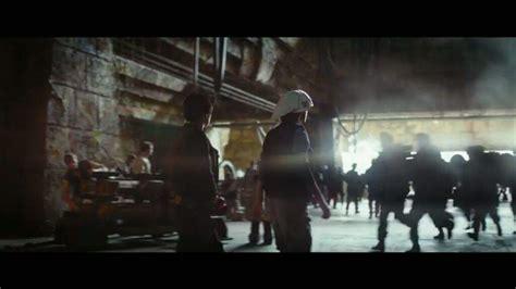 teaser rogue rebel base wars star trooper hallways erso jyn starts following through after