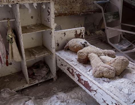 years  haunting images  chernobyls   zone
