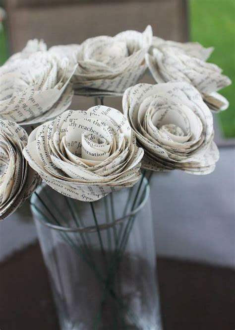 deco fleur en papier recyclage et d 233 coration vive les vieilles pages de livres mariage