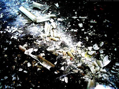 clean up for broken fluorescent light bulbs
