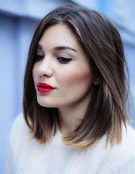 coupe femme cheveux long visage rond
