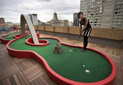 mini golf bureau here is 9 offices with unique features