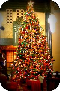 Omaha Daily Photo: Largest Christmas Tree EVER....