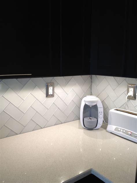 White Glass Subway Tile Kitchen Backsplash by Frosted White Glass Subway Tile In 2019 Kitchens To