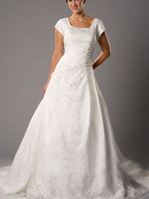 Sie können zwischen langen oder kurzen brautkleidern, strandhochzeitskleidern, brautkleidern in übergrößen, erschwinglichen. dressshowcase.de   Brautkleid, Braut, Kleider