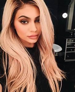 La Nouvelle Couleur De Cheveux Blonde De Kylie Jenner Vogue