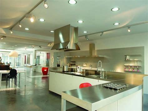 spot dans cuisine luminaire cuisine plus de confort dans espace 24 idées