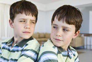 The Differences in Fraternal & Paternal Twins | eHow