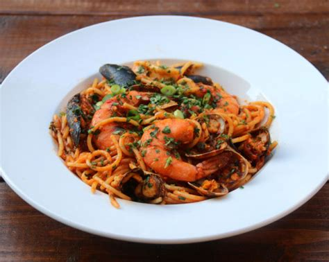 spaghetti aux fruits de mer tallarines con mariscos recettes de laylita
