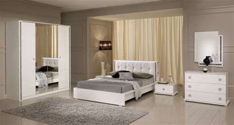 chambre a coucher italienne pas cher miroir tess chambre a coucher blanc brillant