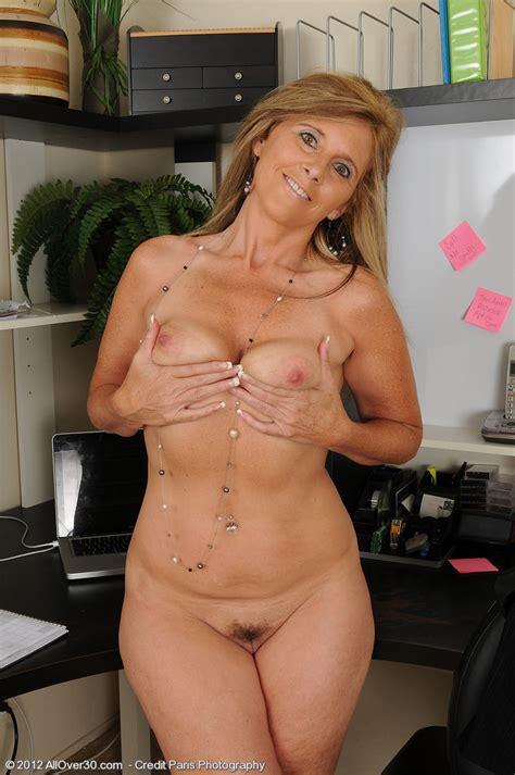 Amanda Jean Strip Naked At The Kitchen MILF Fox
