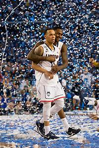 Top Dogs! Huskies Win Fourth National Championship - UConn ...