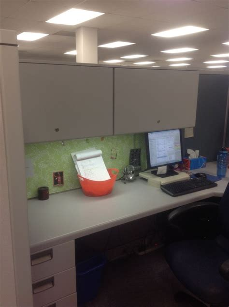 Simple Cubicle Decorating Ideas by 25 Best Ideas About Cubicle Wallpaper On