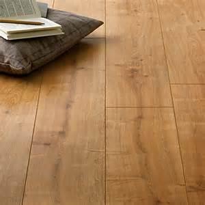 hygena palomino oak laminate flooring 1 48sq m per pack