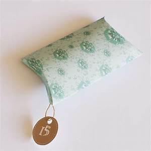 Pochette Cadeau Papier : fabriquer une pochette cadeau au motif de fleurs bleues ~ Teatrodelosmanantiales.com Idées de Décoration