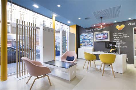 siege med travel agency retail design