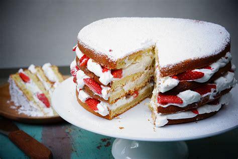 g 226 teau au yaourt facile fa 231 on layer cake aux fraises hervecuisine