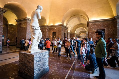 louvre museum review tips travel caffeine
