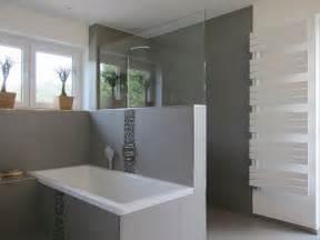 feature wall bathroom ideas die besten 17 ideen zu graue fliesen auf u bahn fliesen metro fliesen und moderne