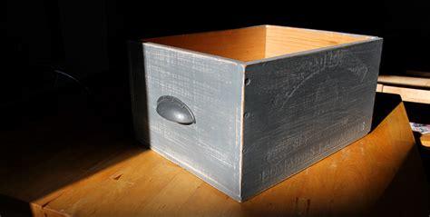 fabriquer des tiroirs de rangement avec des caisses de vin