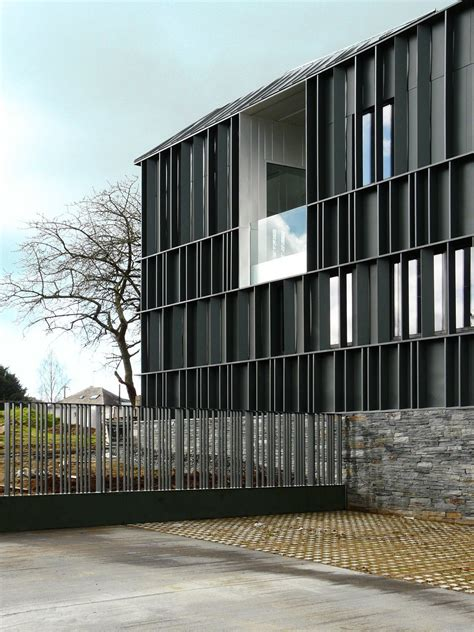 Moderne Häuser Frankreich schiefergrau gesundheitszentrum in frankreich fasade