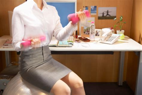 burn calories at your desk how to burn calories at your desk snooty style