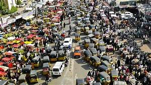 What Is the Main Cause of Traffic Jams? | Reference.com